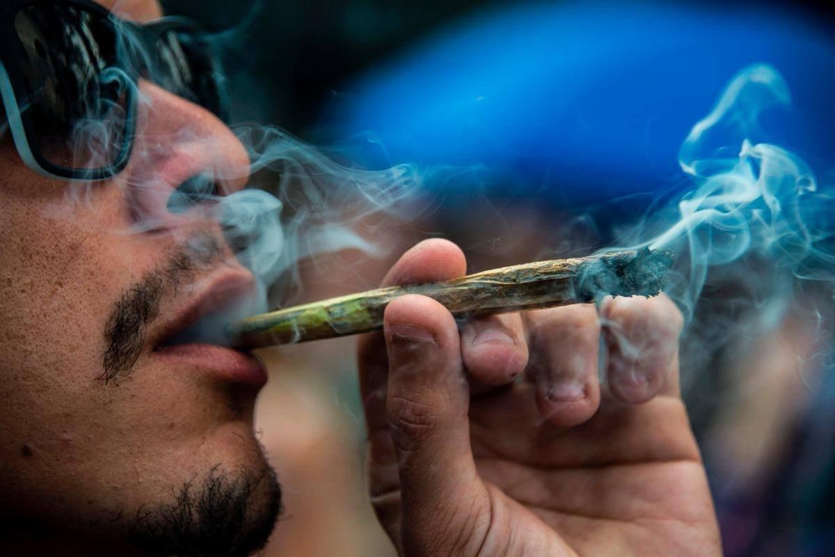 Куда поехать покурить марихуану фото человек и конопля