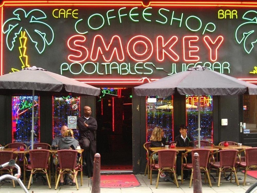 cannabis-cafes-holland (1).jpg