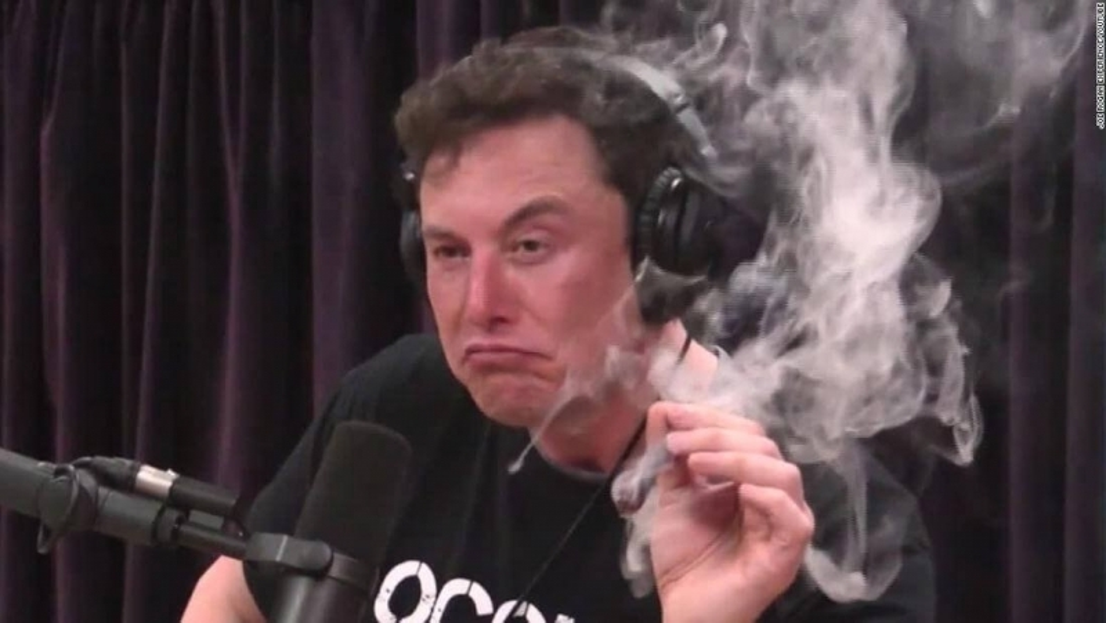 cannabis-smoke-chill-out.jpg